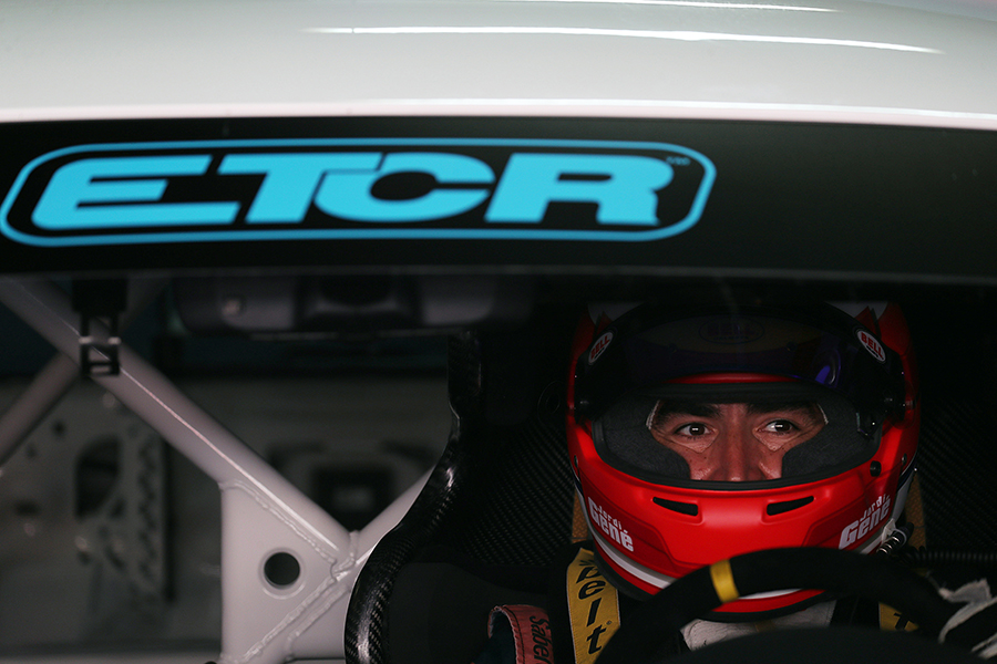 Jordi Gené keeps on testing the CUPRA e-Racer ETCR